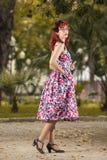 Jovem mulher do Pinup na roupa do estilo do vintage Imagens de Stock Royalty Free