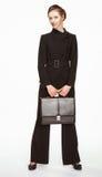 Jovem mulher em um terno de negócio com pasta Fotos de Stock