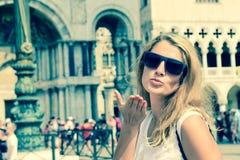 Jovem mulher em Veneza Itália Fotos de Stock Royalty Free