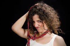Jovem mulher engraçada que joga com laço Foto de Stock