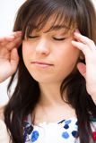 A mulher está sofrendo a dor de cabeça Fotografia de Stock