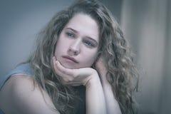 Jovem mulher exasperada imagem de stock royalty free