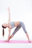 A jovem mulher faz a ioga Imagem de Stock Royalty Free