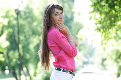 Jovem mulher feliz Fotos de Stock Royalty Free