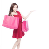 Jovem mulher feliz da compra Fotografia de Stock