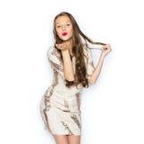 Jovem mulher feliz ou menina adolescente no vestido de fantasia fotos de stock