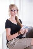 A jovem mulher gosta de receber Euros Fotografia de Stock