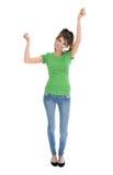 Jovem mulher isolada na camisa e na calças de ganga verdes que cheering e Fotografia de Stock