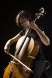A jovem mulher joga o violoncelo Foto de Stock Royalty Free