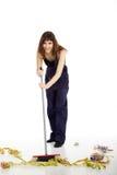 A jovem mulher limpa com a vassoura Fotografia de Stock Royalty Free