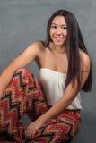 Jovem mulher lindo com cabelo escuro longo Fotos de Stock