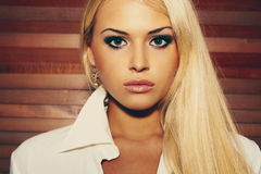 Jovem mulher loura bonita Fotografia de Stock