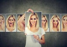 Jovem mulher loura mascarada que expressa emoções diferentes imagens de stock