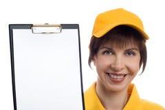 A jovem mulher mostra a placa fotos de stock