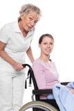 Jovem mulher na cadeira de rodas fotos de stock royalty free