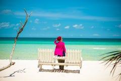 Jovem mulher na praia Foto de Stock Royalty Free