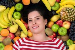 Jovem mulher no grupo de fruto Cuidados médicos Fotos de Stock