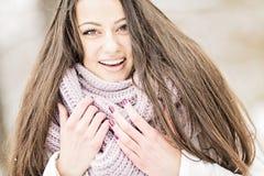 Jovem mulher no inverno Imagens de Stock
