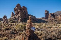 Jovem mulher no parque nacional de Teide Foto de Stock