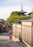 Jovem mulher no quimono Foto de Stock