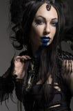 Jovem mulher no traje preto da fantasia Fotos de Stock Royalty Free