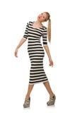 Jovem mulher no vestido por muito tempo listrado isolado sobre imagem de stock royalty free