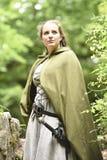 Jovem mulher no vestuário medieval Fotografia de Stock Royalty Free