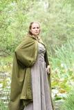 Jovem mulher no vestuário medieval Foto de Stock