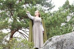 Jovem mulher no vestuário medieval Foto de Stock Royalty Free