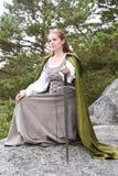 Jovem mulher no vestuário medieval Fotos de Stock
