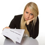 A jovem mulher obteve uma rejeção da candidatura a cargo olhares surpreendida Imagens de Stock Royalty Free