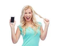 Jovem mulher ou adolescente feliz com smartphone Fotografia de Stock