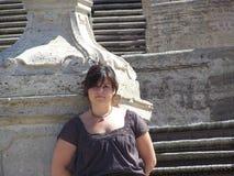 Jovem mulher pelas etapas espanholas Fotos de Stock Royalty Free