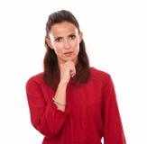 Jovem mulher pensativa que faz uma pergunta a si mesma Imagens de Stock