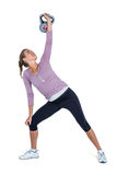 Jovem mulher que exercita com kettlebell Imagem de Stock
