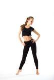 Jovem mulher que faz a ginástica aeróbica e o esticão, isolados no CCB branco Fotos de Stock Royalty Free