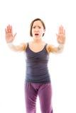 Jovem mulher que faz o sinal do gesto da parada Imagens de Stock Royalty Free