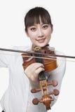 Jovem mulher que joga o violino fotos de stock