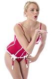 Jovem mulher que levanta em beijos de sopro da roupa interior vermelha Imagens de Stock Royalty Free