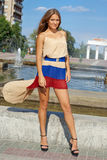 Jovem mulher que levanta glamorously Fotografia de Stock Royalty Free