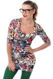 Jovem mulher que modela Mini Dress Wearing Glasses apertado curto Fotos de Stock Royalty Free