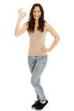 Jovem mulher que mostra o sinal perfeito Imagem de Stock Royalty Free