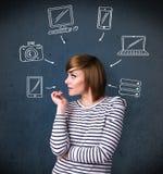 Jovem mulher que pensa com os dispositivos tirados em torno de sua cabeça Fotos de Stock