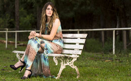 Jovem mulher que relaxa Foto de Stock Royalty Free