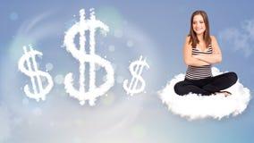 Jovem mulher que senta-se na nuvem ao lado dos sinais de dólar da nuvem Imagens de Stock Royalty Free