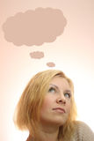 jovem mulher que sonha com bolhas do pensamento Fotos de Stock Royalty Free