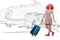 A jovem mulher que viaja à porcelana para ver o Grande Muralha Imagens de Stock