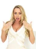 Jovem mulher quente perturbada chocada Imagens de Stock Royalty Free