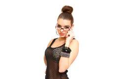 Jovem mulher sedutor com os vidros isolados no branco Fotografia de Stock Royalty Free