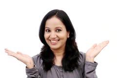 Jovem mulher surpreendida contra o fundo branco Fotografia de Stock Royalty Free